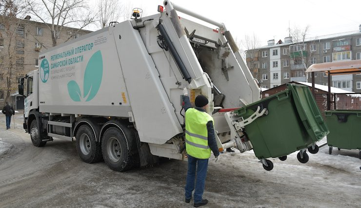 Работа мусоровоза в Самаре