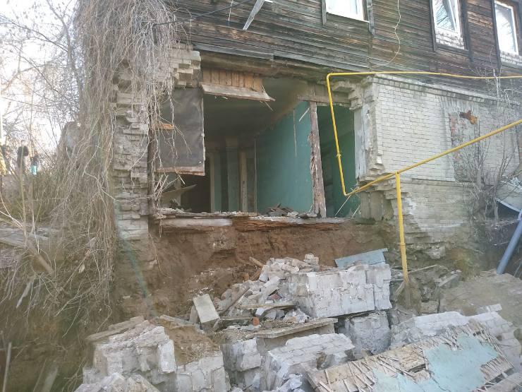 Обрушившаяся стена дома в Самаре