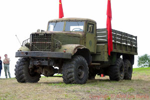 Вообще КрАЗ-214 от ЯАЗ-214 отличается в первую очередь именно эмблемой, также на КрАЗе на некоторые 214-е начали...