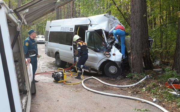 Под Тольятти автобус врезался
